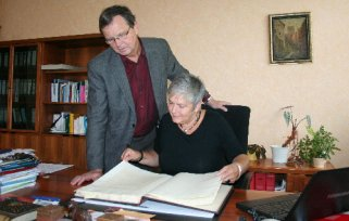 Trug sich am 3. September bereits zum dritten Mal in das Ehrenbuch der Stadt Malchin ein: Karin Knöfel.