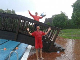 Hat sich vor wenigen Tagen auch kaltes Wasser für den guten Zweck über den Kopf schütten lassen: Freibadchef Holger Andrys.